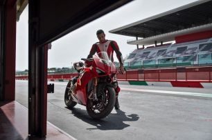 Ducati_Panigale_V4_RC35211-59fc187120242