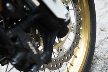 mehr als ausreichend dimensionierte Bremsen